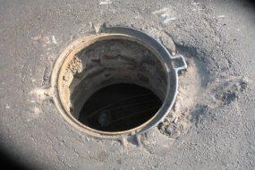 У Бережанах злодій вкрав каналізаційний люк