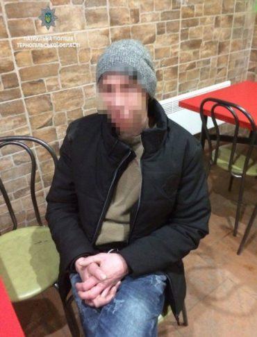 Патрульні затримали відвідувача кафе з ймовірно наркотичною речовиною