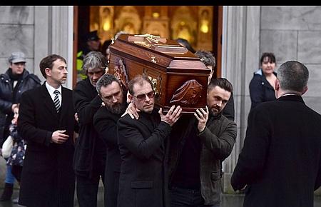 Прощання зсолісткою The Cranberries зібрало убагатогодинні черги тисячі ірландців