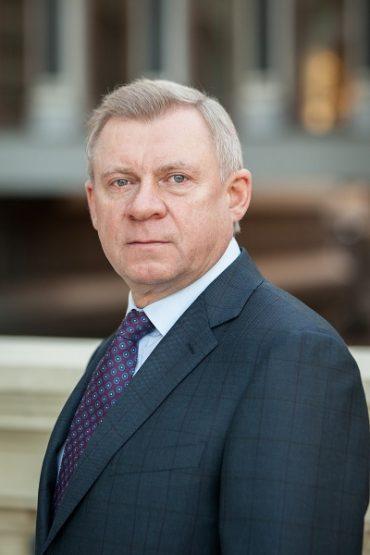 Уродженець села Вербовець Лановецького району очолить Національний банк України
