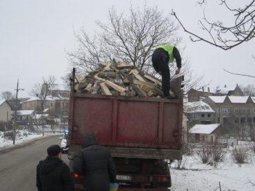 У Монастириську виявили контрабанду лісу