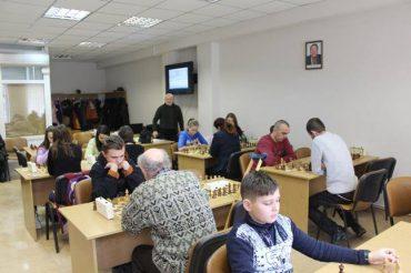 У Тернопільському районі змагались шахісти: перемогла родина з Великих Бірок