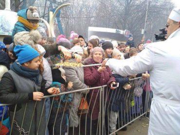 У Росії знову годували млинцями з лопати