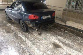Патрульні розшукали водія, який втік, не розплатившись за пальне