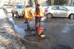 У зв'язку з пародією на ремонт доріг в Тернополі буде перекрито рух на декількох вулицях