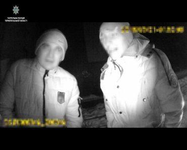 У Тернополі впіймали злодюжок, які викрали бензин з автомобіля
