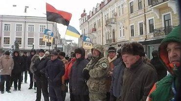 У Тернополі відбулось віче за відставку Петра Порошенка