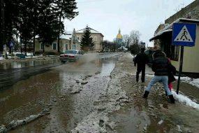 На трасі міжнародного значення у містечку Монастириська справжній колапс