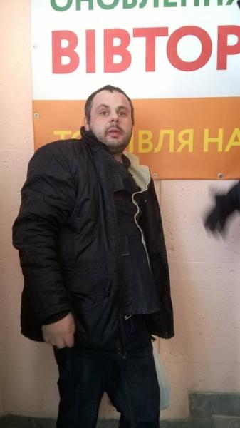 У Тернополі обкурений водій їздив іномаркою по Театральному майдані