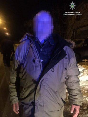 У Тернополі п'яний чоловік розгулював з пістолетом