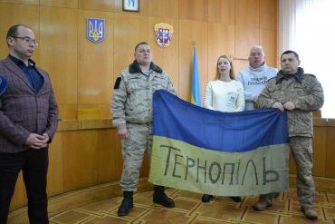 Як воїни і волонтери віддали порошенківські нагороди