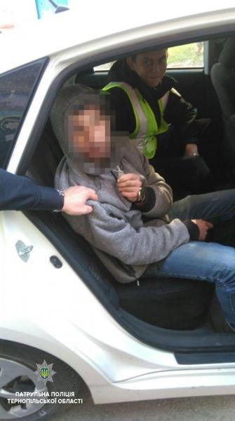 Патрульні Тернополя розшукали хлопця, який побив москвича