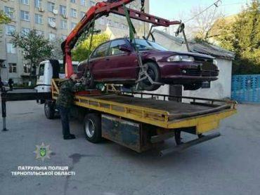 Автомобіль, котрий перешкоджав виїзду з приватної території, патрульні евакуатором вивезли на арештмайданчик
