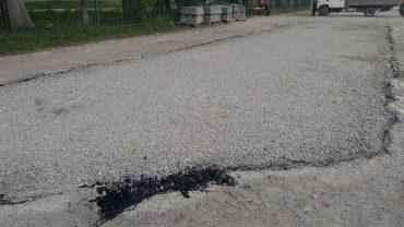 Як нікчемно ремонтують дорогу у Підволочиську