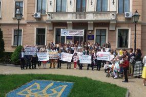 У Тернополі відбулась хода на підтримку школи мистецтв імені Герети