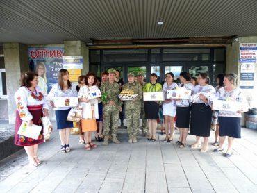 60 вишиванок із Західної України на Донбас вирушили для військових медиків та вихованців дитячого будинку
