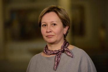 Як влада грається в українськість