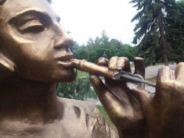 У Тернополі понівечили нову скульптурну композицію