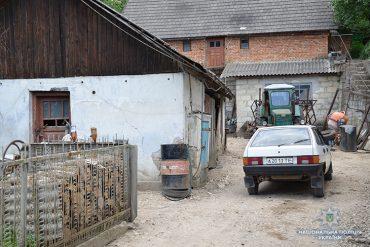 На Тернопільщині шахрай, який представився мольфаром, заробив на чоловікові 25 тисяч доларів