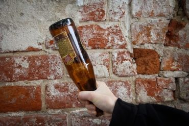 У Почаєві селянин із Лідихова зарізав розбитою пляшкою 26-річного жителя Комарина