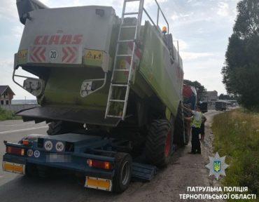 На гаївському мості застрягла вантажівка із комбайном