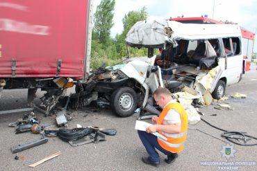 Мешканець Тернопільщини потрапив у жахливу аварію: 10 людей загинуло та ще 9 травмовано