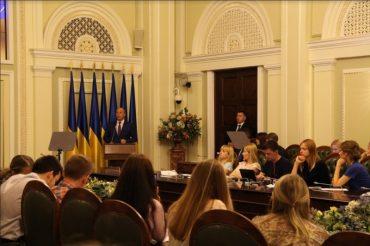 Український парламент: лікувати чи реформувати?