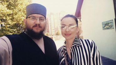 """Як тернопільський священник Євген Заплетнюк """"відмазував"""" зірку інтернету"""