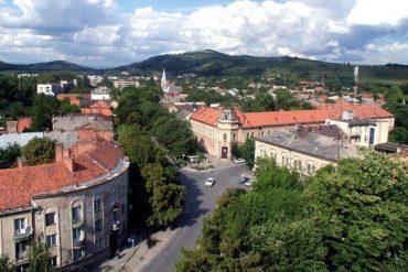Туристи влітку принесли Закарпаттю майже 1 мільйон гривень. Тернопіль поки мовчить
