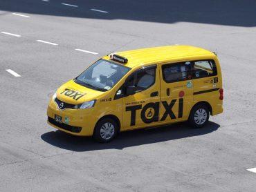 У Токіо запустили тестові поїздки таксі без водіїв і з пасажирами