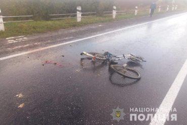 На Збаражчині вантажівка DAF травмувала велосипедиста