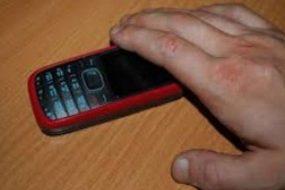 Залишила телефон без нагляду в піцерії на хвилину і втратила