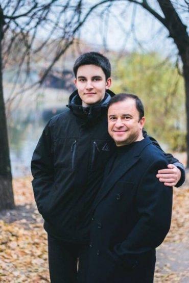 Співак Віктор Павлік просить в українців допомоги: у його сина виявили рак