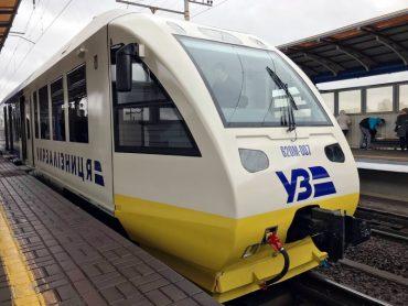 Експрес Київ-Бориспіль, який напередодні з помпою запустили на залізничному вокзалі, зламався наступного дня