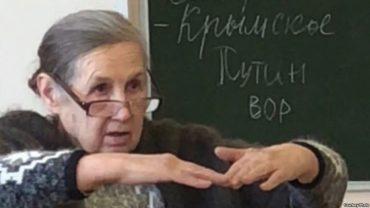 """У Росії вчителька лякала школярів розстрілом за напис на дошці """"Путін- злодій"""""""