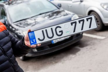 """Верховна Рада легалізувала автомобілі на """"євробляхах"""""""