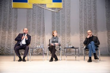 У Тернополі знову відроджують колгоспи: як Яценюк зустрічався зі студентами
