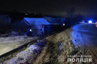 На Теребовлянщині перекинулася вантажівка