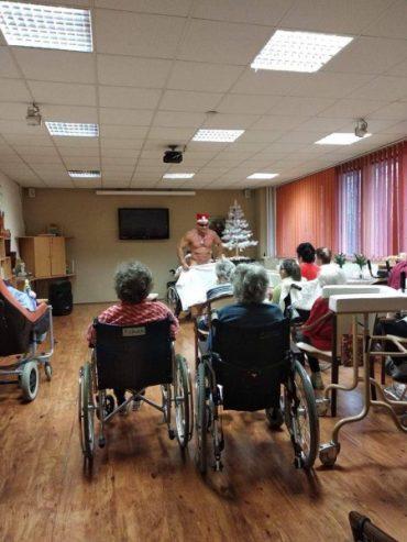 У Чехії жінки із будинку для літніх людей замовили під ялинку стриптизера