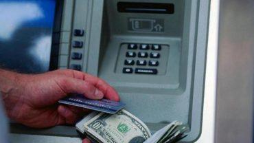 Нарешті в Україні можна обмінювати валюту в банкоматах і терміналах