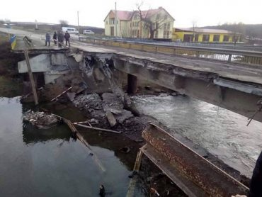 Докерувалися: на півдні Тернопільщини обвалився міст