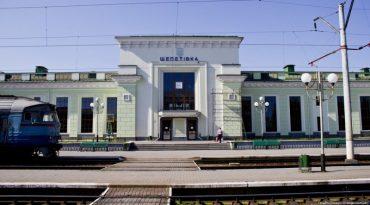"""У потязі """"Шепетівка-Ланівці"""" троє невідомих побили пасажира"""