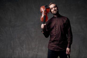 Скрипаль-віртуоз Олександр Божик представив свій перший офіційний відеокліп на авторську композицію «Don't Stop»