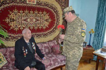 У Тернопільському гарнізоні учасники ООС завітали до ветеранів Другої світової війни