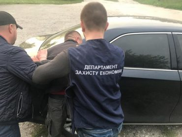 На Тернопільщині викрито заступника міського голови Чорткова на отриманні 800 доларів США неправомірної вигоди