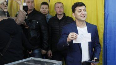 Зеленського оштрафували на 850 гривень за демонстрацію бюлетеня під час голосування у другому турі
