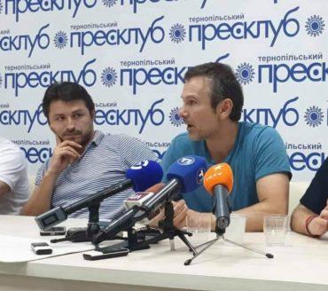 """Вакарчук та його команда у """"турі змін"""" на Тернопільщині не спілкувались із журналістами"""