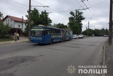 У Тернополі тролейбус переїхав жінку