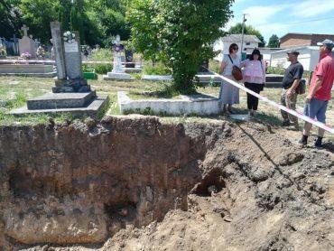 Під час будівництва меморіалу на Чортківському цвинтарі, були вивезені на сміттєзвалище останки з 14 могил