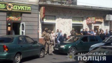 У центрі Тернополя оперативники затримали групу кавказців